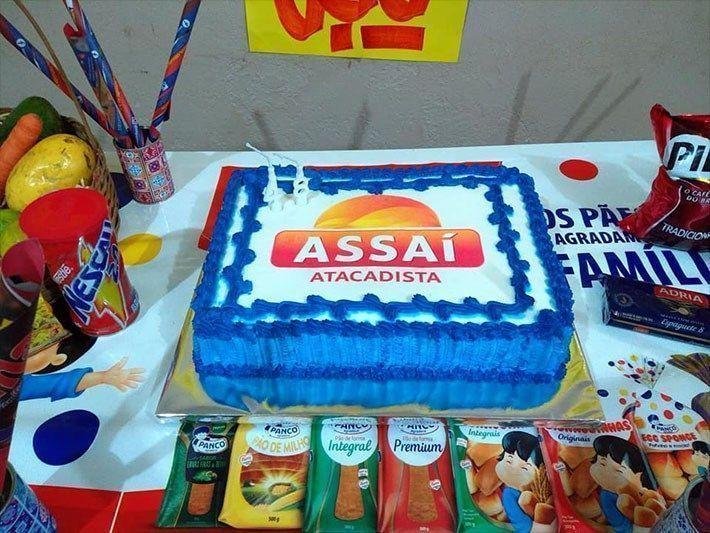 Funcionário do mês ganhando uma festa de aniversário #1
