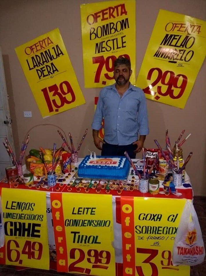 Funcionário do mês ganhando uma festa de aniversário #4