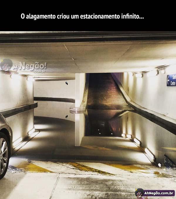 O alagamento criou um estacionamento infinito